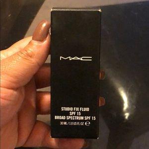 Mac foundation NC40